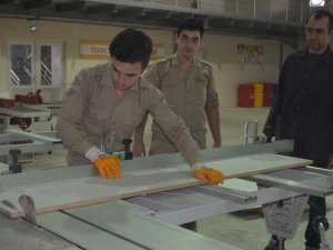 Ayvalık'ta denizcilik lisesi öğrencileri tekne üretmek için kolları sıvadı