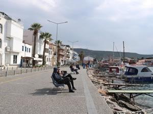 İzmir Foça'da sahillerde yürüyüş yapmak ve balık tutmak hafta içi de yasaklandı