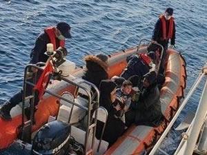 Yunan sahil güvenliğin Türk kara sularına bıraktığı sığınmacılar kurtarıldı