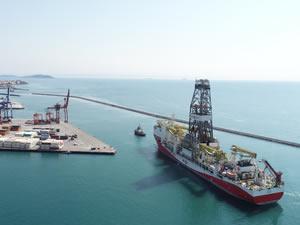 Limana yanaşan Fatih sondaj gemisi havadan görüntülendi
