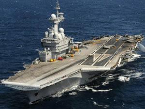Fransız uçak gemisine koronavirüsün, Brest'e yanaşması sonucu gemiye sıçradığı düşünülüyor
