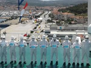 Çeşme Limanı'nda gemi düdükleri denizciler için çalındı