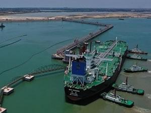 Çin'in en büyük petrokimya limanı faaliyete başladı