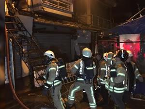 Kadıköy Balıkçılar Çarşısındaki balık restoranı alev alev yandı