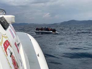 İzmir'de Türk Sahil Güvenlik ekipleri tarafından 60 göçmen kurtarıldı