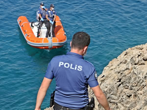 Zıpkınlı dalgıç, polisi alarma geçirdi
