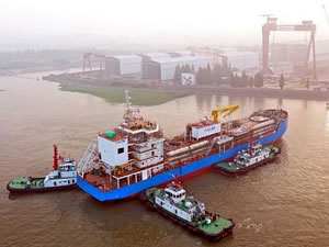 Singapur'un ilk LNG ikmal gemisi  göreve başlıyor