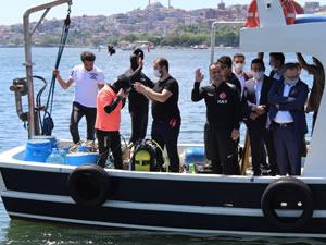 Beyoğlu Belediye Başkanı Yıldız Dünya Çevre Günü'nde Haliç'e daldı
