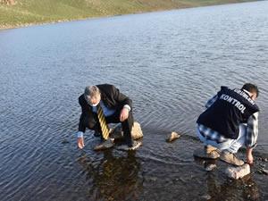 Kars'ta göllere 85 bin yavru sazan balığı bırakıldı