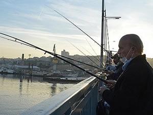 Kısıtlama olmayınca balıkçılar Unkapanı Köprüsüne koştu