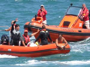 Riva Sahili'nde dehşet yaşandı, teknedeki kadın ateş yakarak kurtarılmayı bekledi