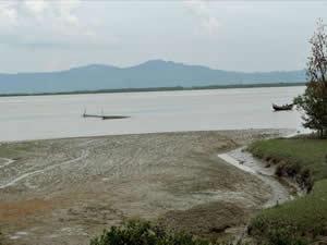 Bangladeş'te tekne alabora oldu, 28 kişi öldü
