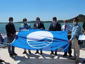 Balıkesir'in mavi bayrakları Ayvalık'tan göndere çekildi