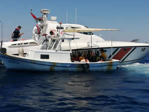 İzmir'de Türk karasularına geri itilen 58 sığınmacı kurtarıldı