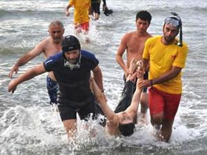 Mısır'da denizde çırpınan çocuğu kurtarmak isteyen 11 kişi çocukla birlikte boğuldu