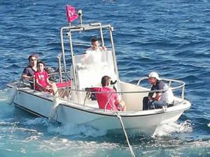 Ambarlı açıklarında sürüklenen tekne marinaya çekildi