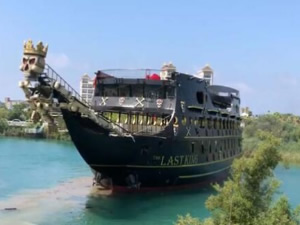 Dünyanın en büyük korsan teknesi, Manavgat'ta inşa edildi