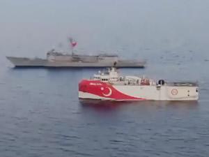 Oruç Reis'e Akdeniz açıklarında, iki fırkateyn eşlik ediyor