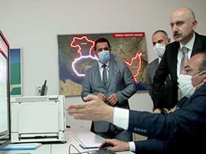 Adil Karaismailoğlu, Ana Arama Kurtarma Koordinasyon Merkezi'nde incelemede bulundu