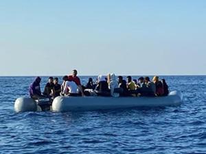Sahil Güvenllik, Türk karasularına itilen 43 sığınmacıyı kurtardı
