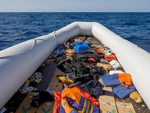 Akdeniz'de durdurulup Libya'ya geri götürülen göçmenlere ateş açıldı, 3 kişi hayatını kaybetti