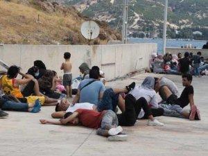 Yunanistan'ın denize bıraktığı 90 kaçak göçmen kurtarıldı