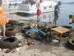Erdek Limanı'nda deniz dibi temizliği yapıldı