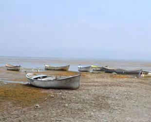 Marmara Gölü'nde su seviyesi sıfırlandı