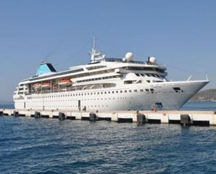 Salgın sonrası ilk yolcu gemisi 'Gemini', Kuşadası Limanı'na yanaştı