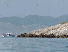 Tekneler Kardak'tan uzaklaştırıldı