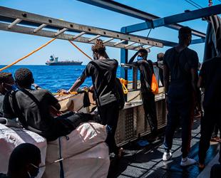 IOM ve BM, bölge devletlerine 'Maersk Etienne gemisindeki göçmenleri karaya çıkartın' çağrısı yaptı