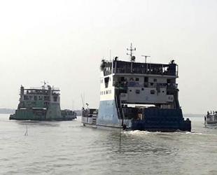 Bangladeş'te kum yüklü gemi ile yolcu feribotu çatıştı: 11 ölü