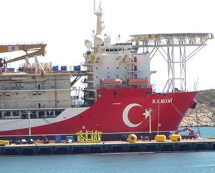 'Kanuni' isimli sondaj gemisi kırmızı beyaza boyandı