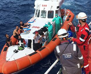 YMN Tanker Denizcilik'e ait Med Baltic isimli gemi, Sardinya Adası açıklarında batan bottaki 13 kişiyi kurtardı