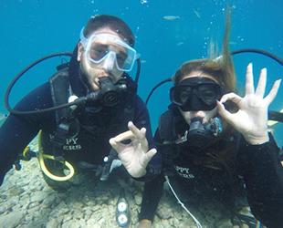 Yabancı turistler, Marmaris'te tüplü dalışa yoğun ilgi gösteriyor