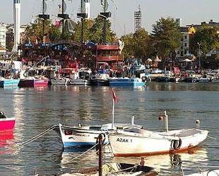 Akçakoca'da balıkçılar poyraz nedeniyle limana sığındı