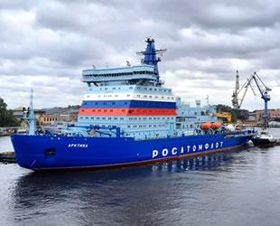 Nükleer buzkıran Arktika, Murmansk'a doğru yola çıktı