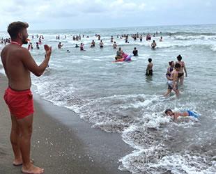 Cankurtaranlar Akçakoca sahillerinde 250 kişiyi boğulmaktan kurtardı