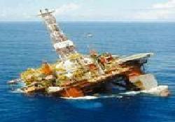 Petrol platformu denize gömüldü
