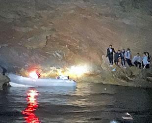 Koyda mahsur kalan 19 göçmen kurtarıldı