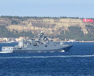 Rus savaş gemisi 'Admiral Makarov', Çanakkale Boğazı'ndan geçti
