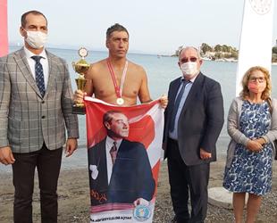 Rekortmen yüzücü Vural Tandoğan, 'Cumhuriyet Yüzüşü'nü tamamladı