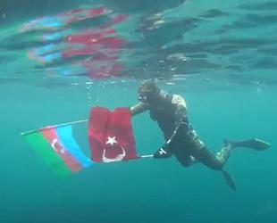 Mustafa Aydınhan, Türk ve Azerbaycan bayraklarıyla dalış yaptı