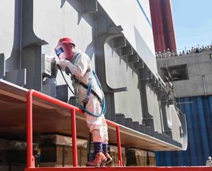 Çin, ilk kruvaziyer gemisinin inşasına başladı