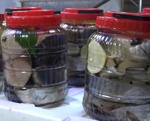 Palamut balıklarından yapılan lakerdalar satışa sunuluyor