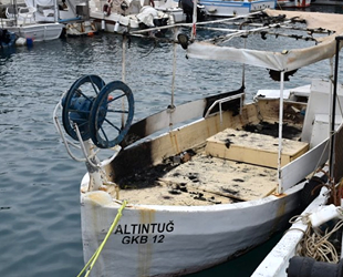 KKTC'de askeri limandaki balıkçı teknelerinde yangın çıktı