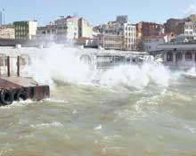 Deniz ulaşımına rüzgar engeli