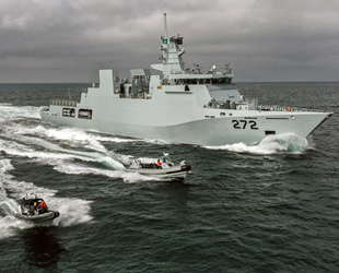Pakistan Donanması'nın 'Tabuk' korveti Aksaz'ı ziyaret etti