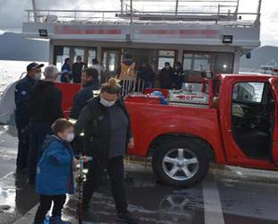 Marmaris'te gezi teknesinin mutfak bölümünde yangın çıktı