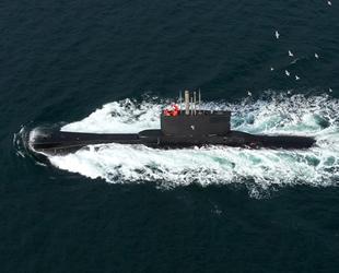 Türk denizaltısı, İstanbul Boğazı'ndan geçti